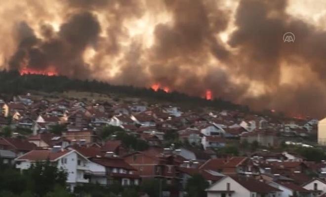 Kuzey Makedonya da yanıyor