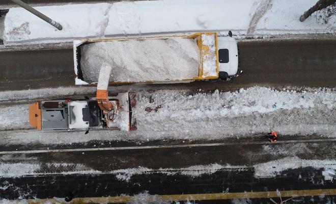 Kısıtlamanın ilk gününde 1500 kamyon kar şehir dışına taşındı
