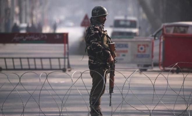 Keşmir sınırında bir Pakistan askeri öldürüldü!