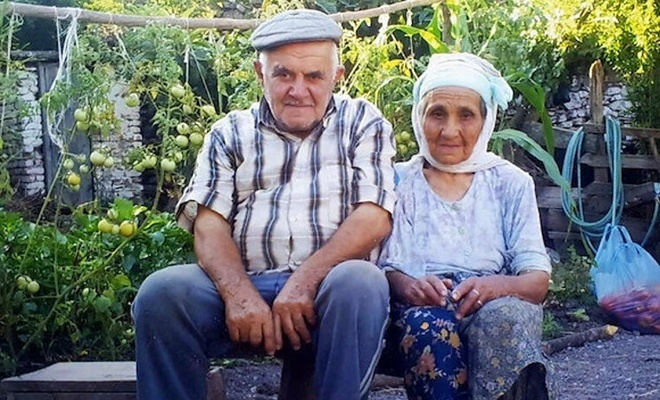 68 yıllık evli çift 10 dakika arayla vefat ettiler