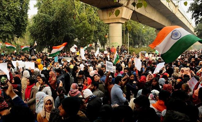 Hindistan'daki protestolarda binlerce kişi gözaltına alındı