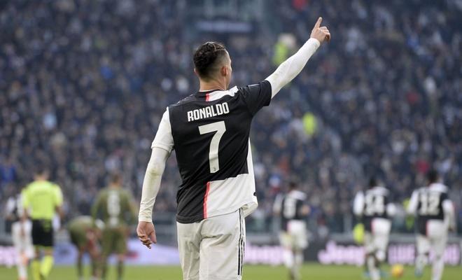 Ronaldo yine futbol tarihine geçti