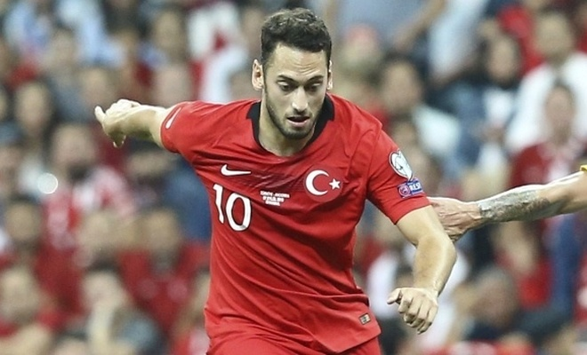 Hakan Çalhanoğlu eleştirilere cevap verdi