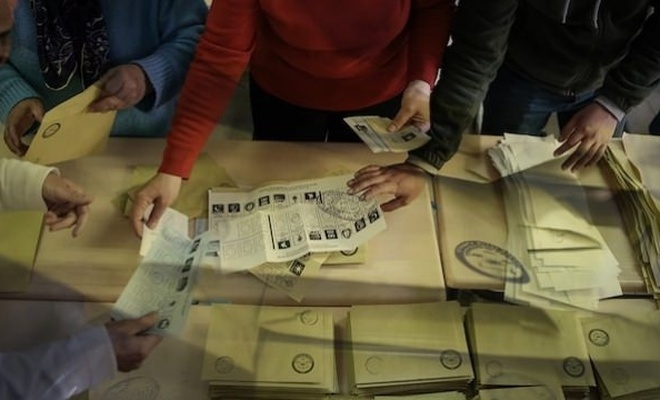 İstanbul'daki 14 ilçede geçersiz oylar sayıldı