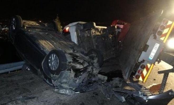 Çekici üzerindeki araçlarla birlikte devrildi: 2 ölü, 6 yaralı