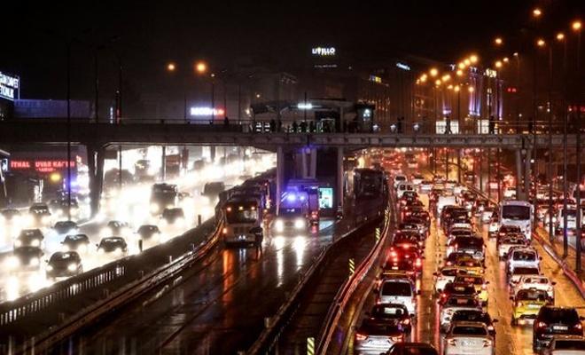 Tatil dönüşü İstanbul`da trafik yoğunluğu arttı