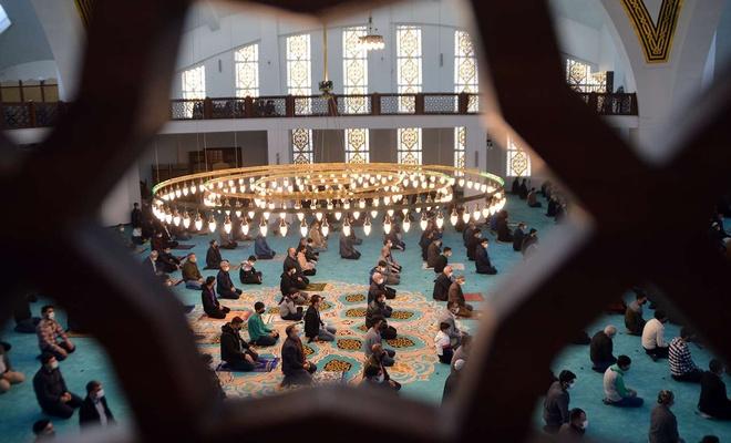 Islamic World celebrates Eid al Fitr amid coronavirus pandemic