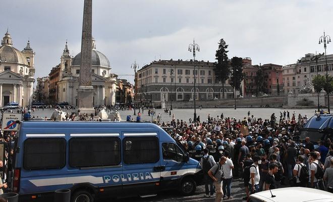 İtalya'da 'Yeşil Geçiş' belgesi bir kez daha protesto edildi