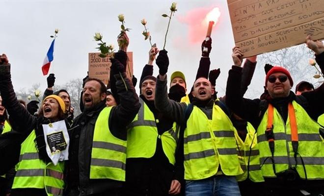 Sarı yelekliler, eylemlerin birincin yılında sokakta
