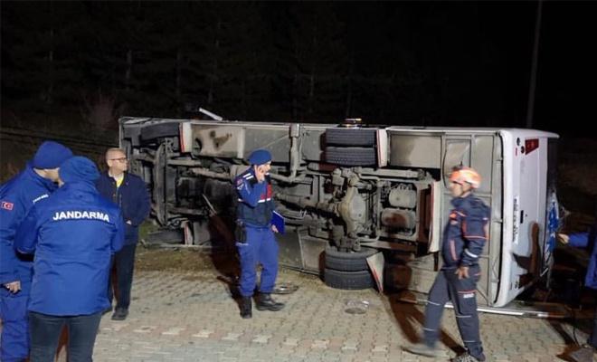 Taraftar midibüsü kaza yaptı: 2 ölü, 23 yaralı