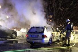 İsveç`te 97 araç kundaklandı