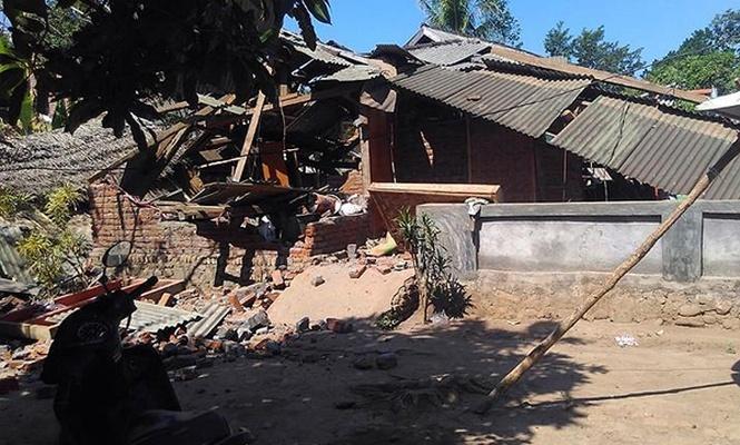 Endonezya`daki depremler yine can aldı