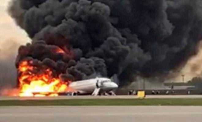 Rusya'da yolcu uçağı iniş yaparken alev aldı: 41 ölü