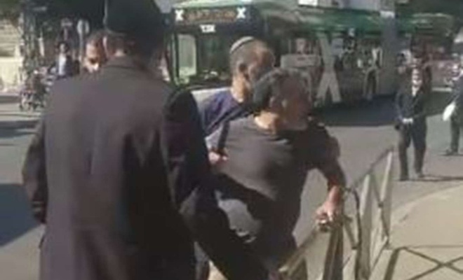 Siyonistler masum sivillere saldırıyor
