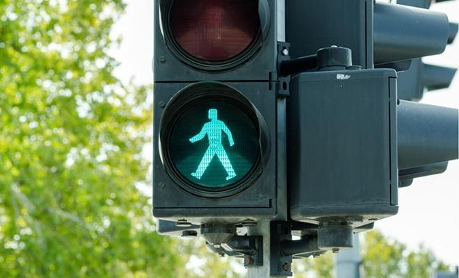 Bu ülkede trafik lambaları artık düğmesiz olacak