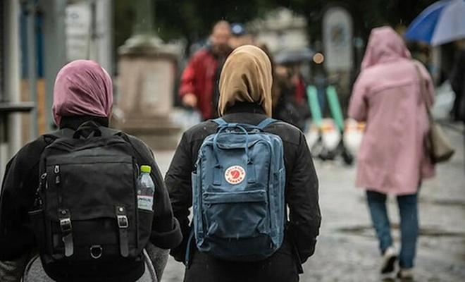 İsveç'te başörtüsü yasağını uygulamayan müdüre ölüm tehdidi