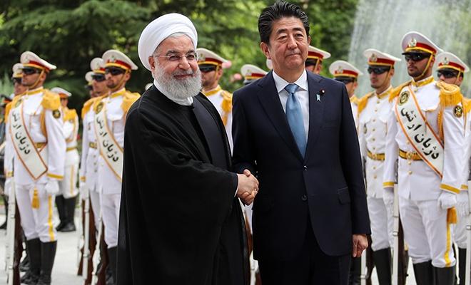Abe, ABD-İran ara buluculuğu için Tahran'da