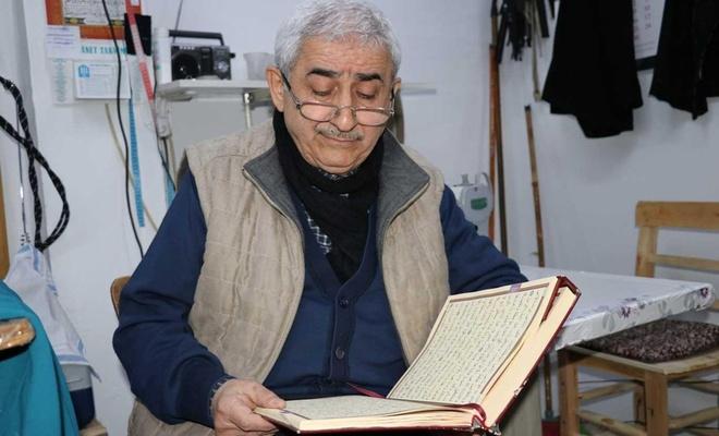 """57 yıllık terzi ustası: """"Kur'an-ı Kerim okumadan işe başlamıyorum"""""""