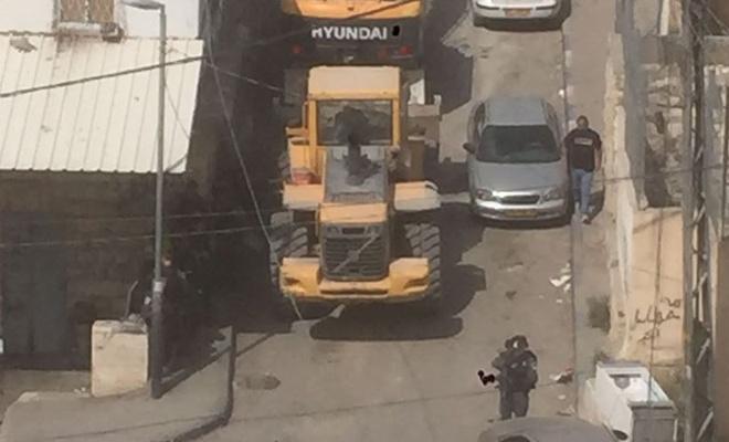 İşgalciler dükkan ve tesisleri yıkmaya başladı