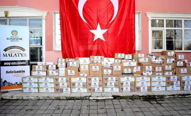 Malatya'da ihtiyaç sahipleri için toplanan ilaçlar İHH'ya teslim edildi