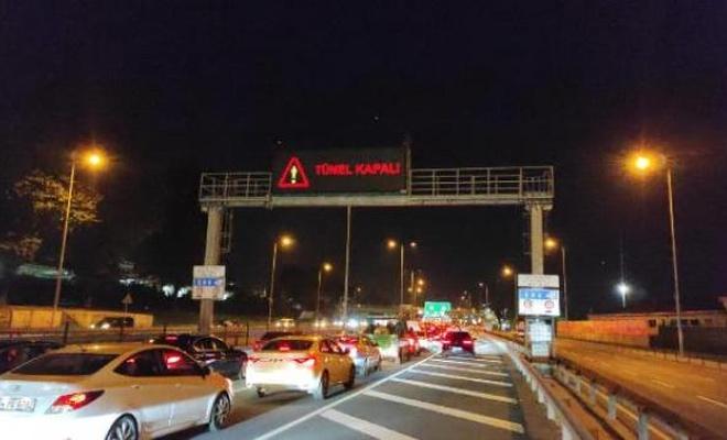 Avrasya Tüneli'nde seyir halindeki araç alev aldı