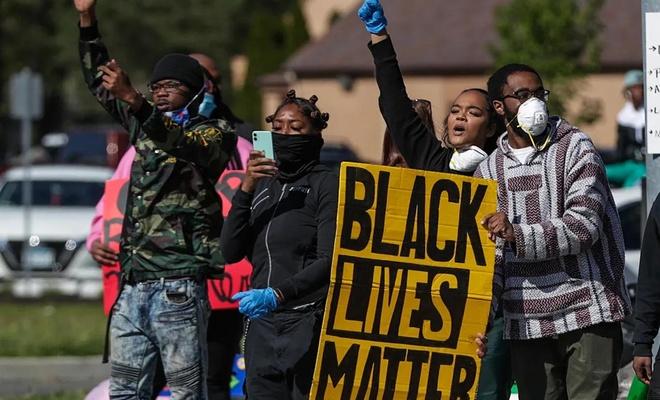 Chicago'daki siyahi Floyd yanlısı protestolarda 2 kişi hayatını kaybetti
