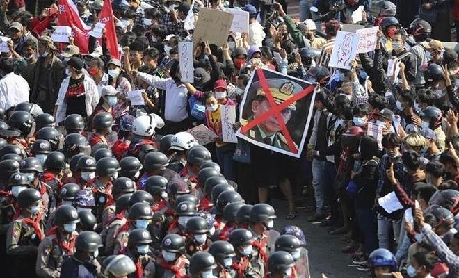 Protestocular BM'den 'Koruma Sorumluluğu' talep etti