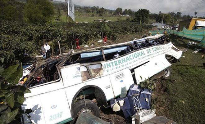 Otobüs uçuruma yuvarlandı, 6 kişi öldü, 24 kişi yaralandı
