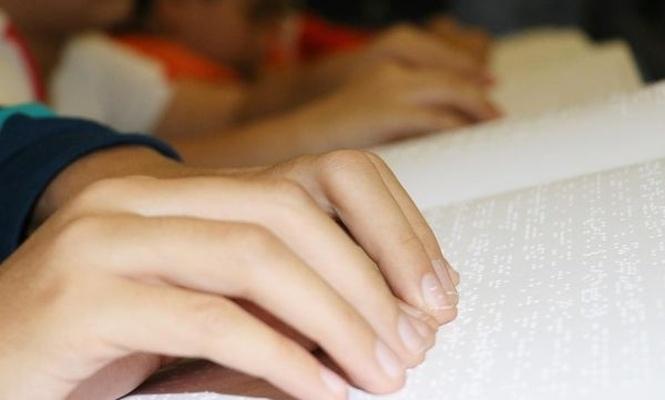 Kur`an-ı Kerim`i parmaklarıyla ezberliyorlar