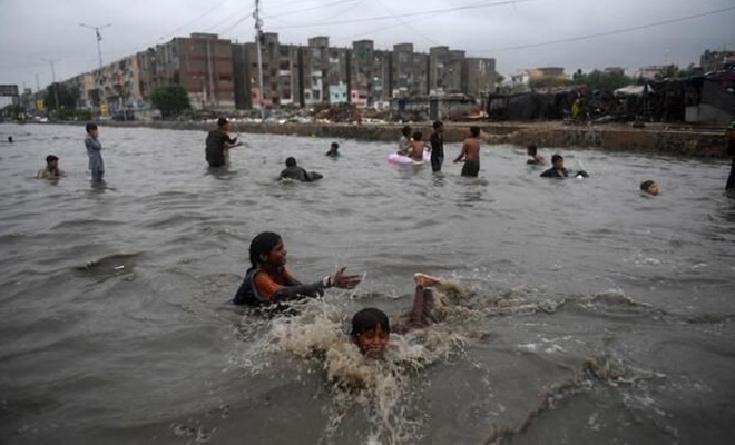 Pakistan'da sel: 57 ölü