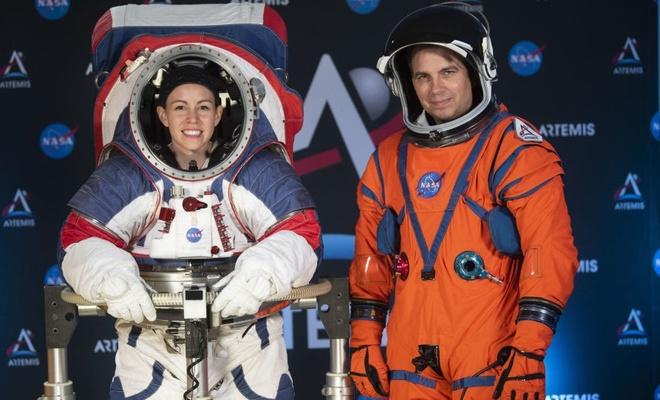 NASA, astronotların yeni giysilerini tanıttı