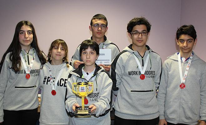 Vanlı öğrencilerin robotu ödül aldı