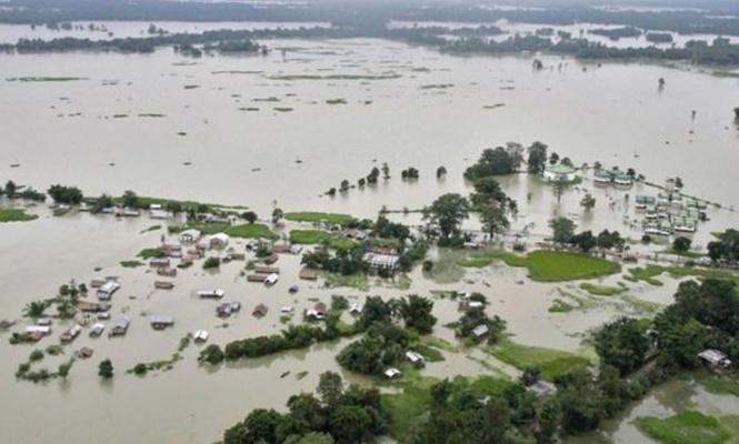 Hindistan`da sel: 400 ölü