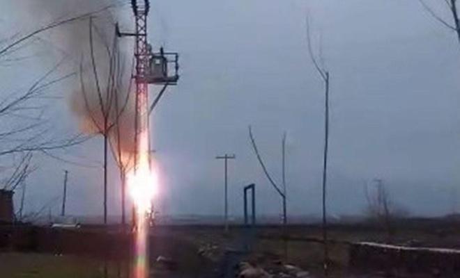 Diyarbakır'da yanan elektrik trafosu korkulu anlar yaşattı