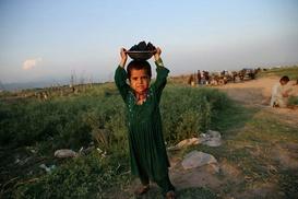 Pakistan`ın kararı Afgan mültecileri ikiye böldü