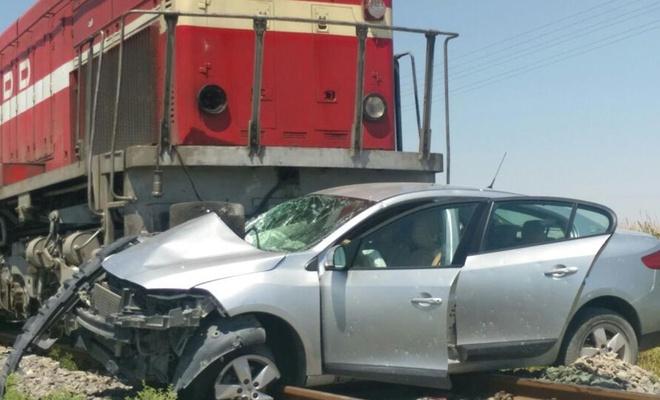 Yük treni otomobile çarptı! Bir ölü