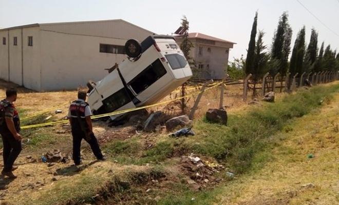 Minibüs takla attı: 1 ölü, 4 yaralı