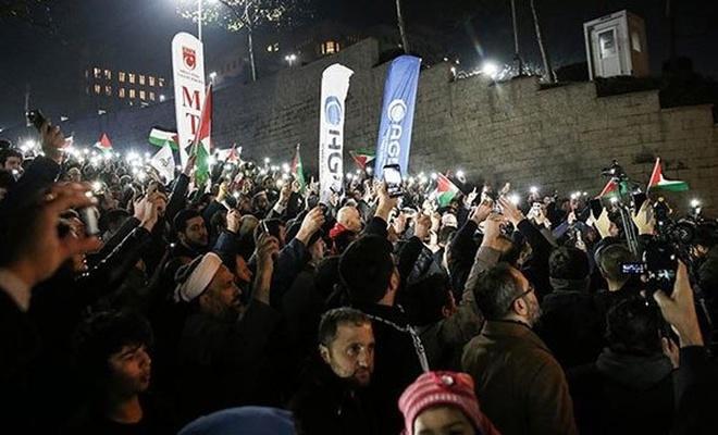 """ABD'nin """"Orta Doğu hain planı"""" İstanbul'da protesto edildi"""
