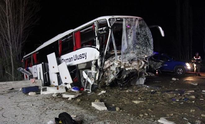 Çorum`da otobüs kazası: 2 ölü, 33 yaralı