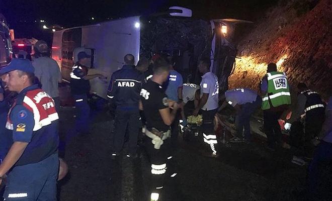 Karaman`da otobüs devrildi: 5 ölü
