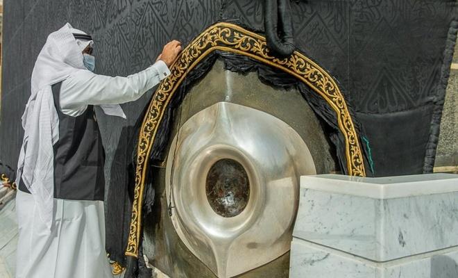Kabe örtüsüne Ramazan bakımı