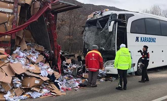 Çankırı'da feci kaza... Yolcu otobüsü ile TIR çarpıştı
