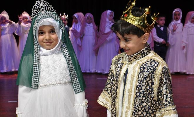 Kur'an eğitimi gören çocuklara taç takıldı