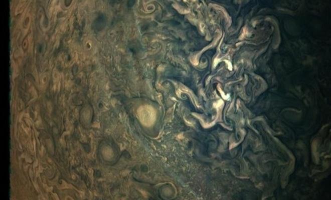 NASA, Jüpiter'in etkileyici fotoğrafını yayınladı