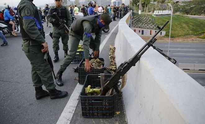 Venezuela'da darbeci 2 eski ABD askerine ceza yağdı
