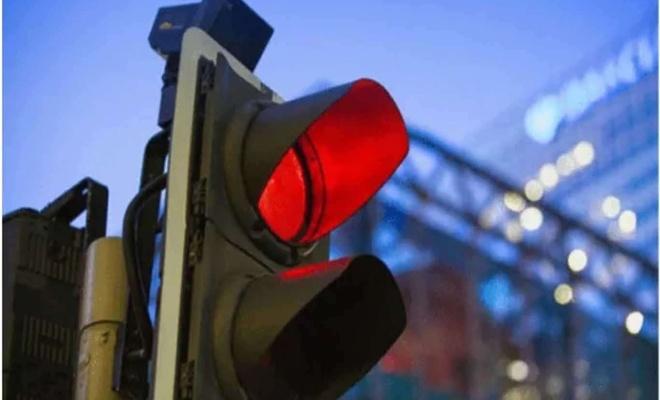 Trafik ışığı ve işaret ihlali yapan yüzlerce kişiye ceza kesildi