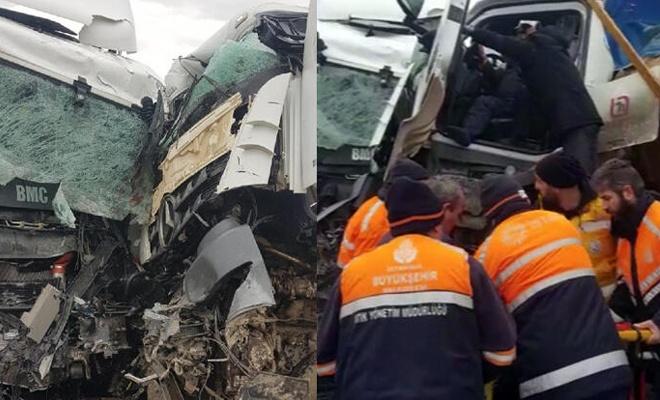 İstanbul'da korkunç kaza! Kafa kafaya çarpıştılar...