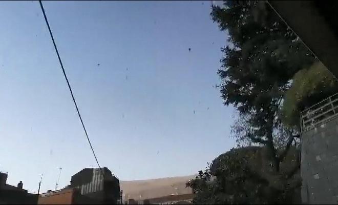 İtalya'da halk Etna'nın püskürttüğü külleri temizliyor