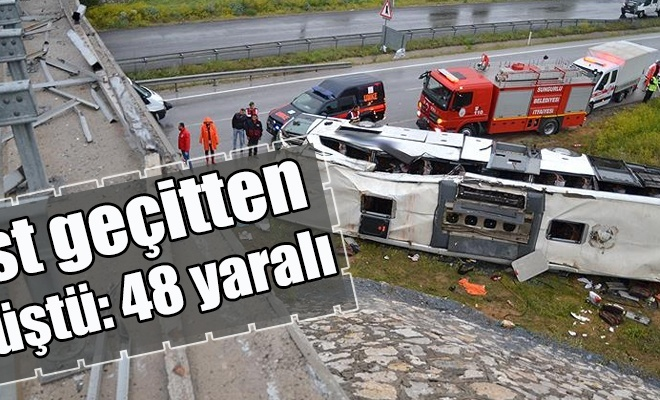 Çorum`da yolcu otobüsü üst geçitten düştü: 48 yaralı