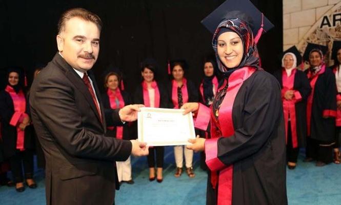 Anne Üniversitesi ilk mezunlarını verdi